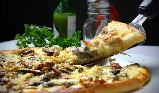 fugazza la mejor pizza argentina hecha a la parrilla por Brasas y Sabores catering parrilla argentina a domicilio
